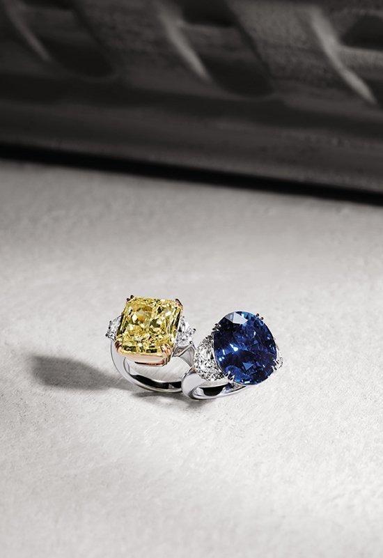 Anelli con grande diamante fancy e grande zaffiro | Crivelli Official