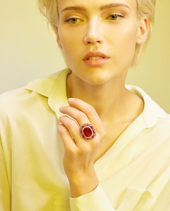 Anello oro rosa con diamanti, rubini e rubellite. | Crivelli Official