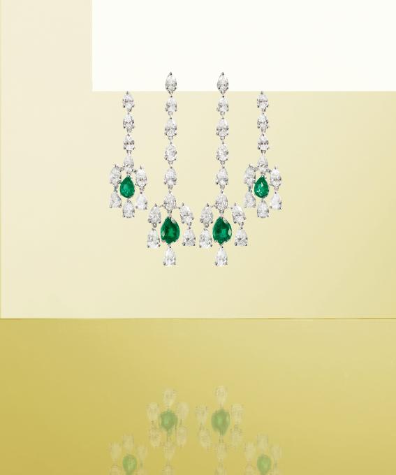 Orecchini in oro bianco con brillanti e smeraldi. | Crivelli Official