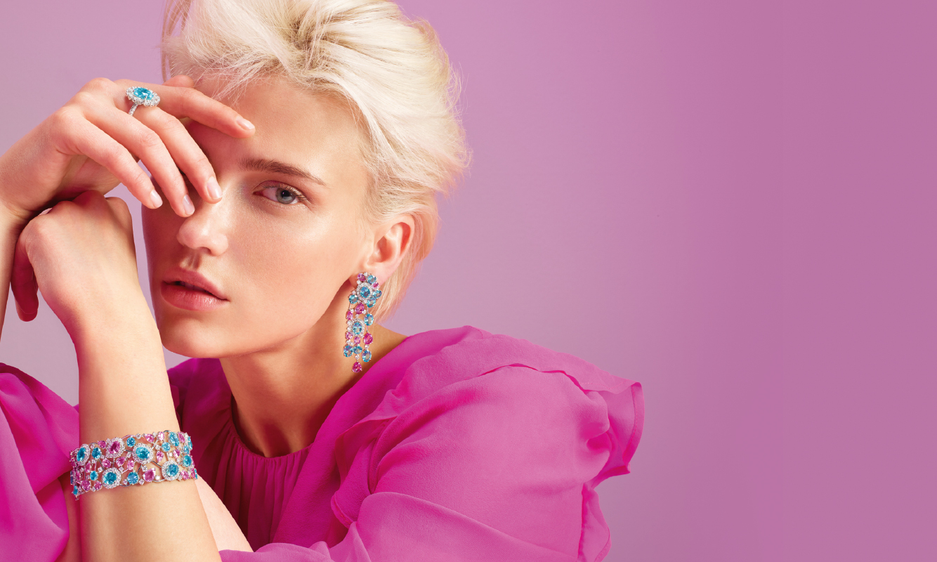 Anello oro bianco e diamanti con paraiba. Bracciale e orecchini oro bianco, brillanti, zaffiri pink e apatiti. | Crivelli Official