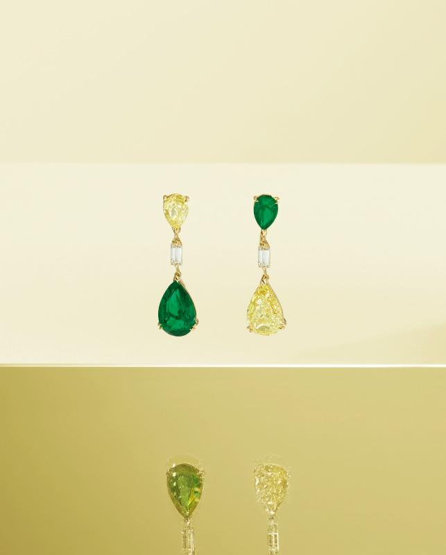 Orecchini oro rosa con smeraldi e brillanti. | Crivelli Official