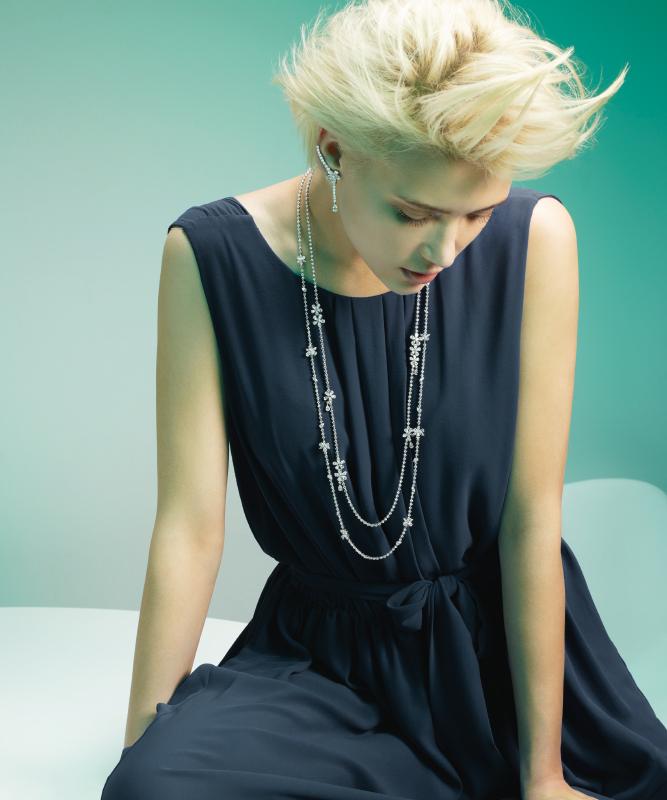 Orecchini e collana oro bianco con diamanti. | Crivelli Official