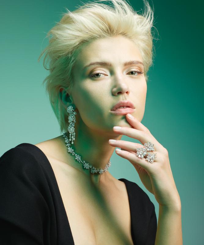 Orecchini, anello e girocollo oro bianco e brillanti. | Crivelli Official